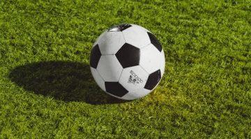 Adidas sepak bola
